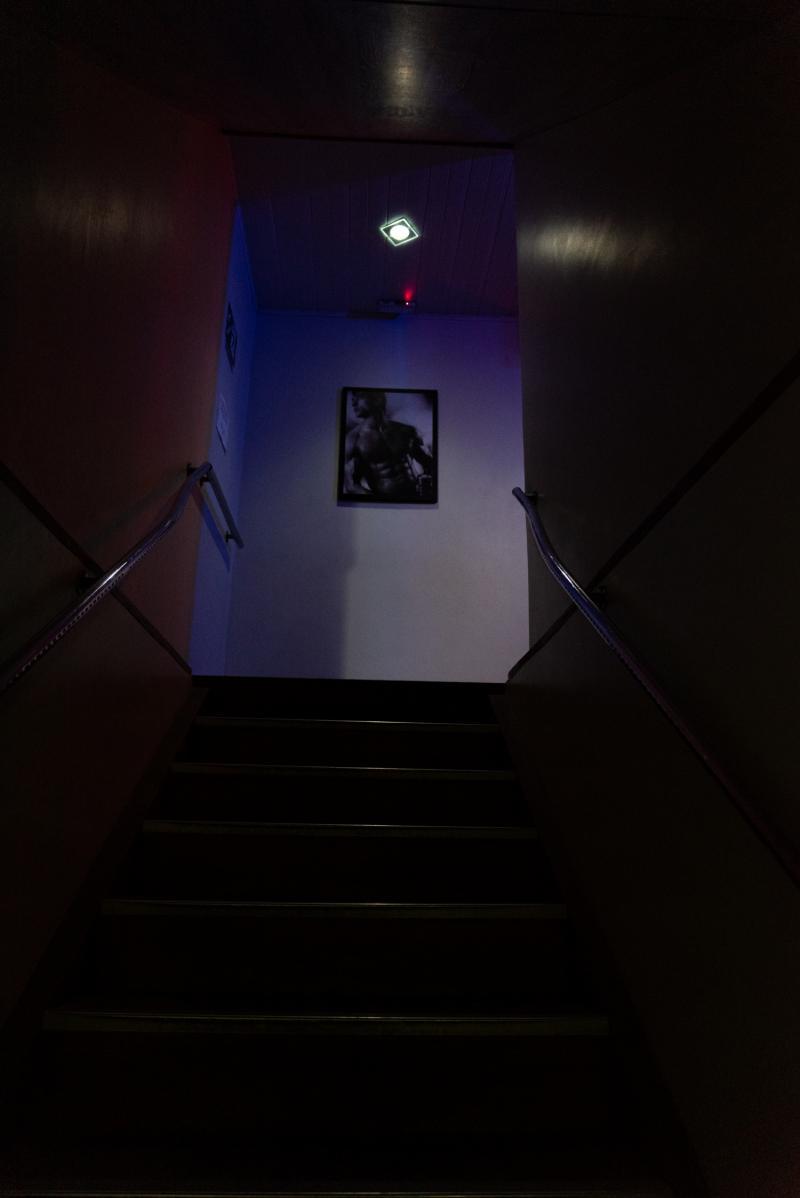 Escada de acesso ao segundo pavimento.